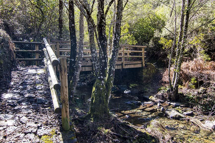 Puente sobre el arroyo Cerezal