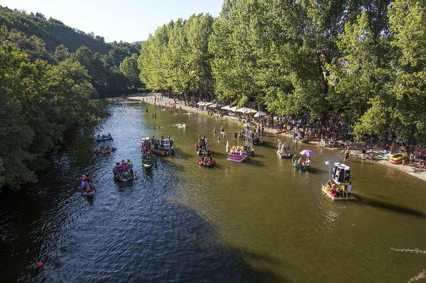 IV Carrera de Barcas Locas, un clásico del verano de Pinofranqueado