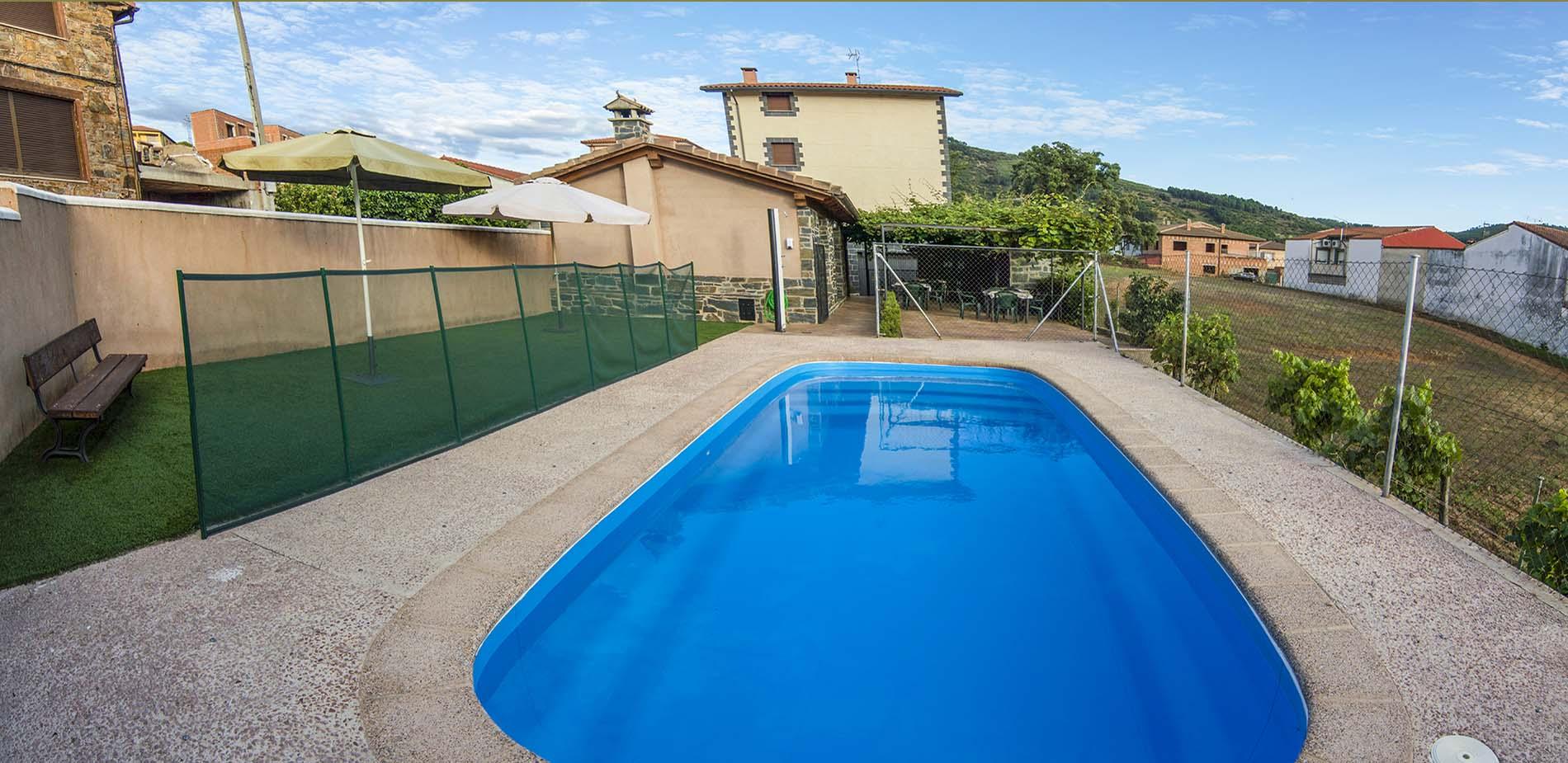 Piscina Apartamentos Rurales El Prado
